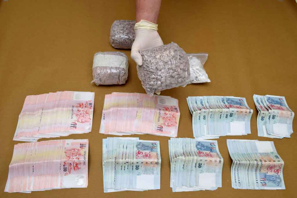 Photo-1 : Heroin, 'Ice' & cash seized in CNB operation on 5-Oct 2015