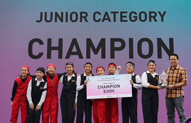 Photo 1 (CNB): Rocketeer (Recognize! Studios), champions of the Junior Group Category, receiving their prizes from Mr Sng Chern Hong, Director (Communications Division), CNB.